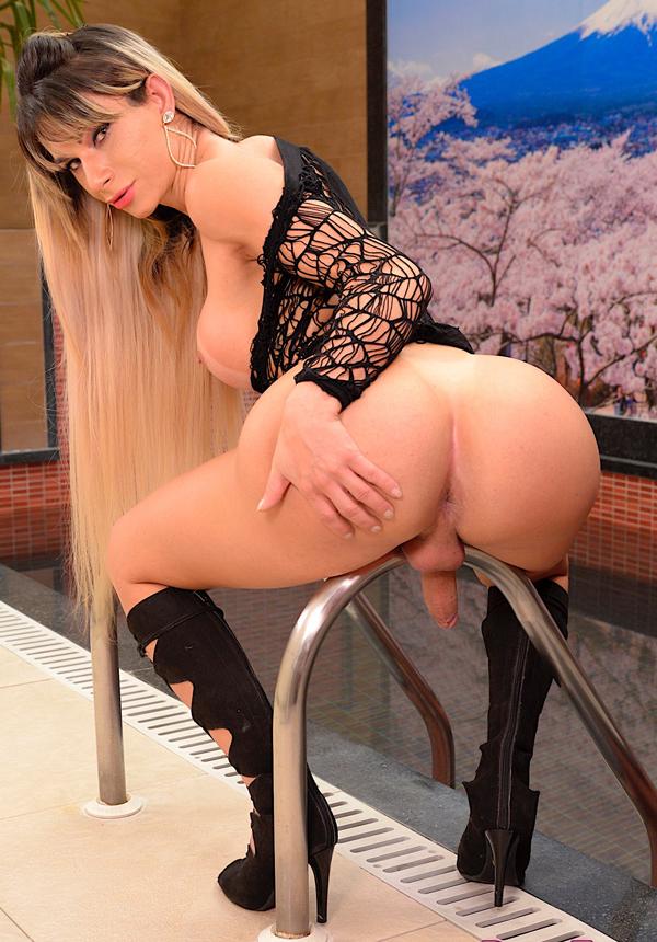 Tranny slut Nathalia de Castro shows her assets